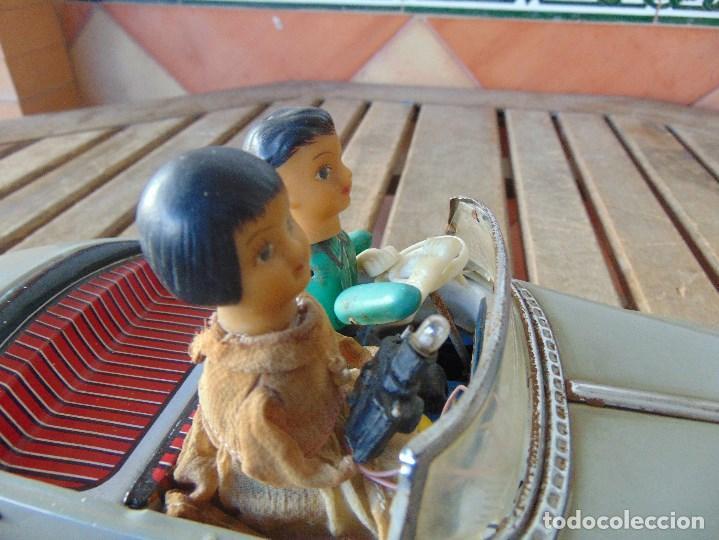 Juguetes antiguos de hojalata: ANTIGUO COCHE DE HOJALATA CHAPA SALVAOBSTACULOS TURISTAS NO SE LE VE MARCA CREO JAPONES - Foto 2 - 147901030