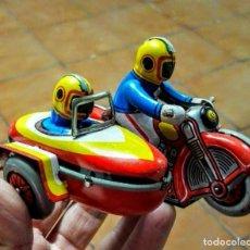 Juguetes antiguos de hojalata: MOTO CON SIDECAR HOJALATA-METÁLICO. Lote 148011546