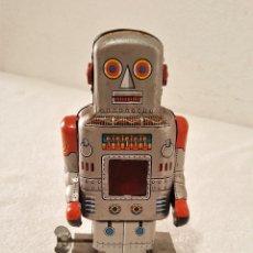 Juguetes antiguos de hojalata: ROBOT HOJALATA A CUERDA - 18.CM ALTO (SI FUNCIONA). Lote 149868026