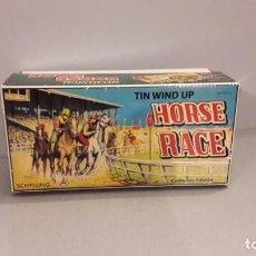 Brinquedos antigos de folha-de-Flandres: HORSE RACE SCHLILING MECHANICAL CON CAJA . Lote 160023334
