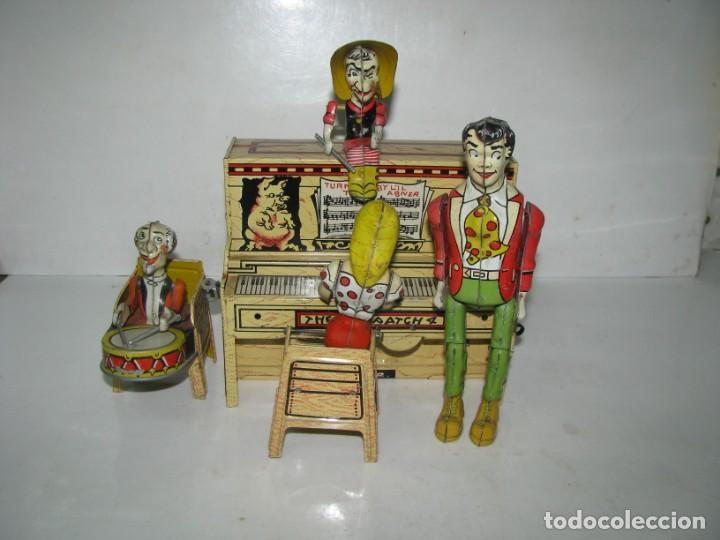 721-ANTIGUA BANDA DOGPATCH AL PIANO,LATA LITOGRAFIADA Y CUERDA DE UNIQUE ART,USA,AÑO 1940,EXCELE (Juguetes - Juguetes Antiguos de Hojalata Extranjeros)