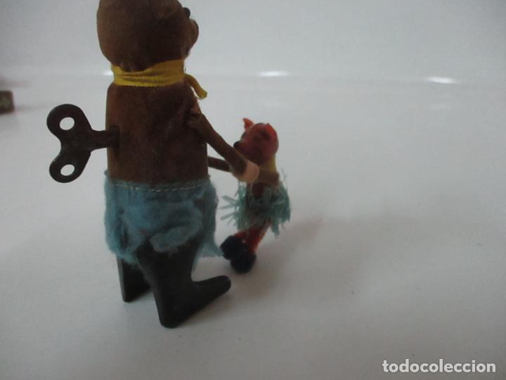 Juguetes antiguos de hojalata: Antiguo Juguete - Oso Bailando con Osito - Hojalata - Muñeco Autómata - Marca Schuco, Foreign - Foto 12 - 150796258