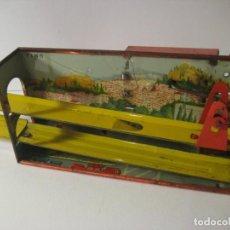 Juguetes antiguos de hojalata: ANTIGUO JUEGO DE TOBOGÁN DE HOJALATA. Lote 165106474