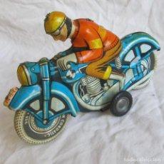 Juguetes antiguos de hojalata: MOTO DE HOJALATA MOTORISTA BALLON CORDATIC, DE FRICCIÓN FUNCIONANDO. Lote 151418190