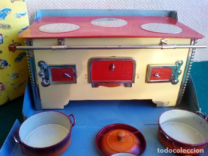 Juguetes antiguos de hojalata: COCINITA PAYÁ DE CHAPA CON CACEROLAS - AÑOS 40 - 50 - ES SU CAJA ORIGINAL - Foto 27 - 151420410