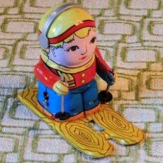 Juguetes antiguos de hojalata: MUÑECO ESQUIADOR - HOJALATA - MADE IN CHINA - MS276 - . Lote 151667026