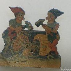 Juguetes antiguos de hojalata: RARISIMO JUGUETE ENANOS HERREROS LITOGRAFIA Y HOJALATA MUY ANTIGUO.POSIBLEMENTE AÑOS 20-30. Lote 151988650