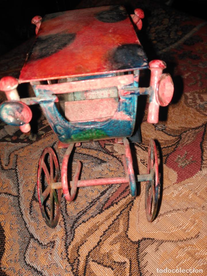 Juguetes antiguos de hojalata: ANTIGUA CARROZA VICTORIANA 19 cm EN HIERRO ESMALTADO SIGLO XIX - Foto 4 - 152319434