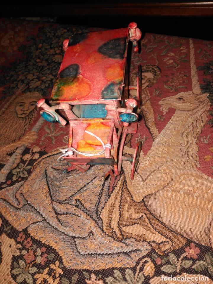 Juguetes antiguos de hojalata: ANTIGUA CARROZA VICTORIANA 19 cm EN HIERRO ESMALTADO SIGLO XIX - Foto 5 - 152319434