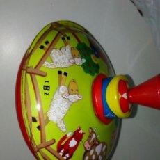 Juguetes antiguos de hojalata: PEONZA LBZ ALEMANA HOJALATA. Lote 153647641