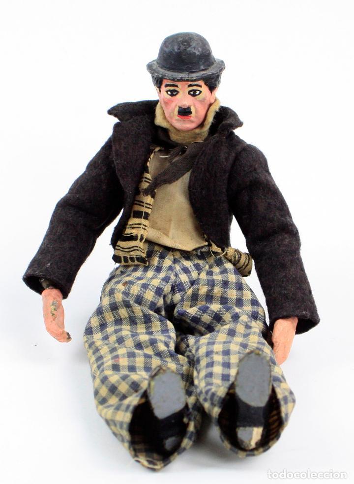 Juguetes antiguos de hojalata: Charles Chaplin, Charlot, muñeco articulado de metal antiguo. Ver fotos anexas. 19 cm de alto. - Foto 2 - 153810190