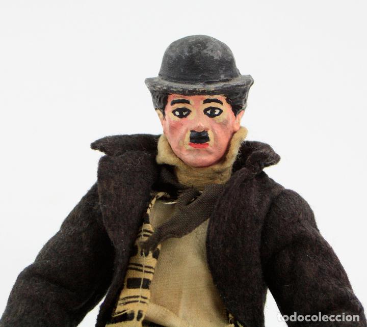 Juguetes antiguos de hojalata: Charles Chaplin, Charlot, muñeco articulado de metal antiguo. Ver fotos anexas. 19 cm de alto. - Foto 3 - 153810190