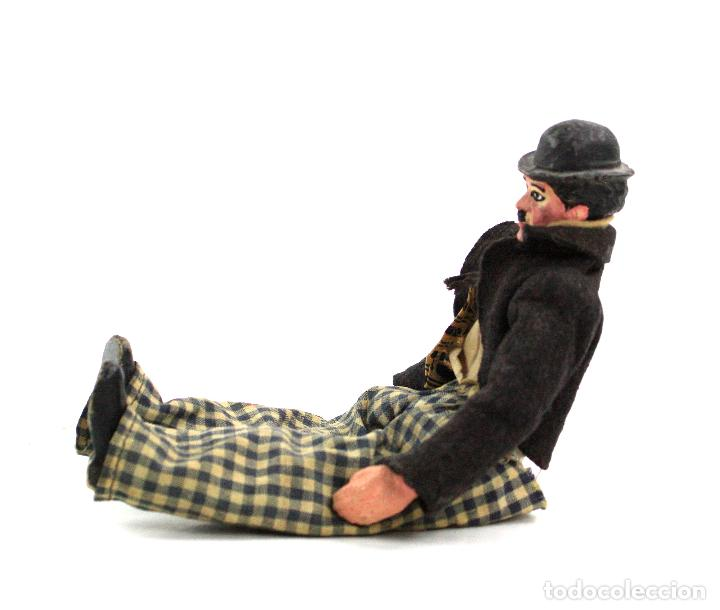 Juguetes antiguos de hojalata: Charles Chaplin, Charlot, muñeco articulado de metal antiguo. Ver fotos anexas. 19 cm de alto. - Foto 5 - 153810190