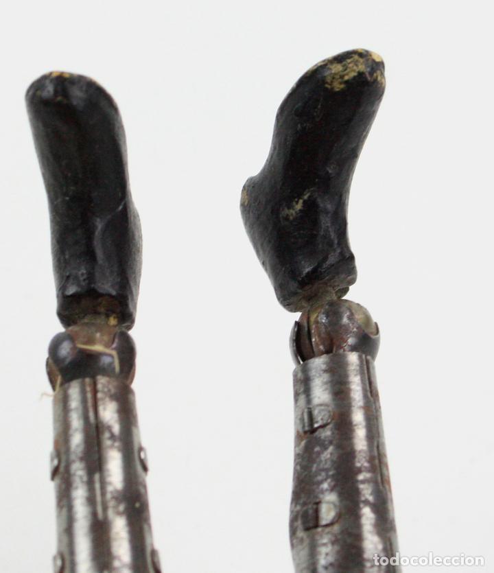 Juguetes antiguos de hojalata: Charles Chaplin, Charlot, muñeco articulado de metal antiguo. Ver fotos anexas. 19 cm de alto. - Foto 8 - 153810190