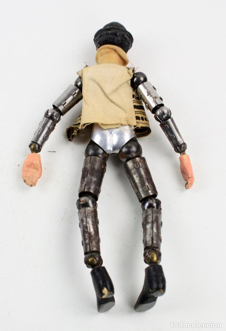 Juguetes antiguos de hojalata: Charles Chaplin, Charlot, muñeco articulado de metal antiguo. Ver fotos anexas. 19 cm de alto. - Foto 10 - 153810190