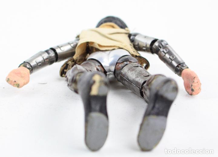 Juguetes antiguos de hojalata: Charles Chaplin, Charlot, muñeco articulado de metal antiguo. Ver fotos anexas. 19 cm de alto. - Foto 11 - 153810190