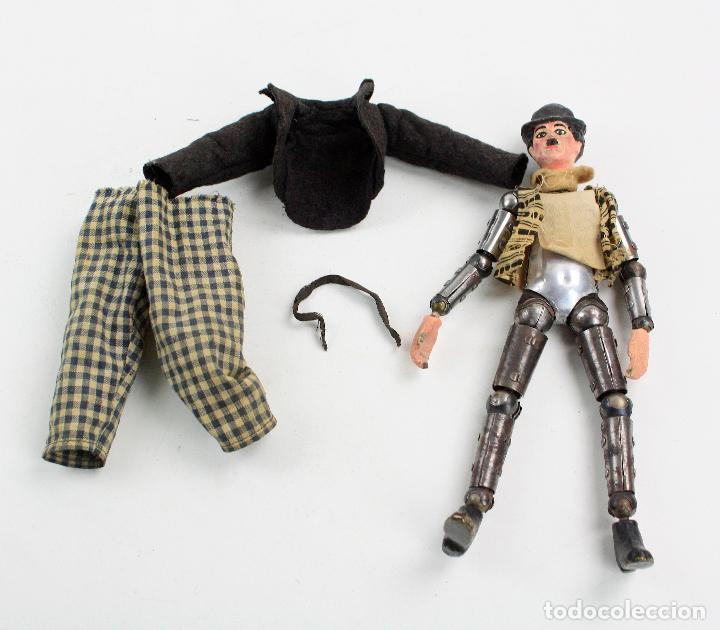 Juguetes antiguos de hojalata: Charles Chaplin, Charlot, muñeco articulado de metal antiguo. Ver fotos anexas. 19 cm de alto. - Foto 19 - 153810190