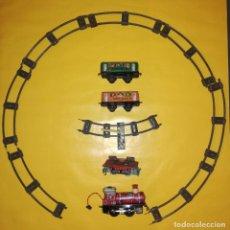 Juguetes antiguos de hojalata: HAPPY TRAIN - TREN DE HOJALATA CHINO-AÑOS 70 + VAGÓN VOLQUETE DE OTRO TREN. . Lote 155538974
