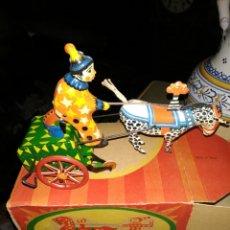 Juguetes antiguos de hojalata: ANTIGUO JUGUETE DE HOJALATA A CUERDA AÑOS 20 EN CAJA. Lote 156995425