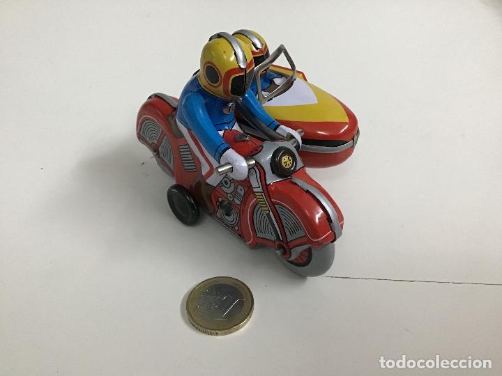 Juguetes antiguos de hojalata: Moto con sidecar de hojalata - Foto 2 - 160309266