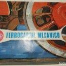 Juguetes antiguos de hojalata: FERROCARRIL MECANICO , PAYA CON 3 VAGONES Y LOCOMOTORA METALICOS. Lote 160623130