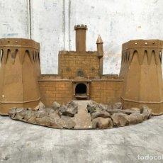Juguetes antiguos de hojalata: ESPECTACULAR Y MUY ANTIGUO CASTILLO DEL LLAUNER DE GRACIA DE GRAN TAMAÑO. Lote 161418478