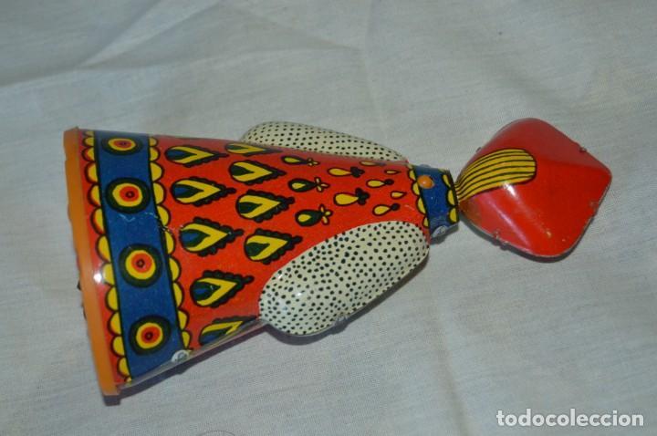 Juguetes antiguos de hojalata: Antigua muñeca RUSA de hojalata, a cuerda, funcionando correctamente - ¡Mira fotografías y detalles! - Foto 3 - 163491998