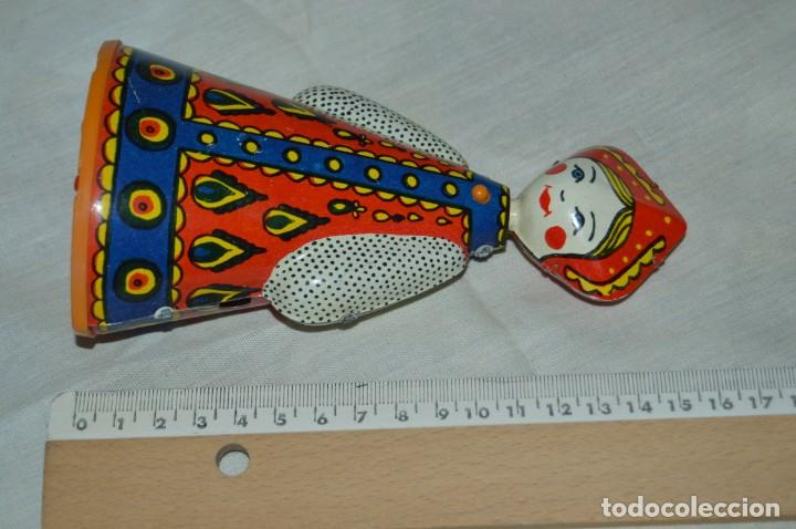 Juguetes antiguos de hojalata: Antigua muñeca RUSA de hojalata, a cuerda, funcionando correctamente - ¡Mira fotografías y detalles! - Foto 5 - 163491998