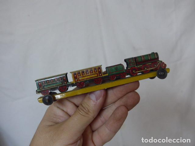 Juguetes antiguos de hojalata: Antiguo tren de hojalata de Paya original, de principios siglo XX. - Foto 8 - 164630026
