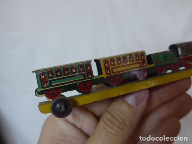Juguetes antiguos de hojalata: Antiguo tren de hojalata de Paya original, de principios siglo XX. - Foto 9 - 164630026