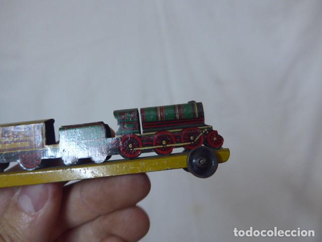 Juguetes antiguos de hojalata: Antiguo tren de hojalata de Paya original, de principios siglo XX. - Foto 10 - 164630026