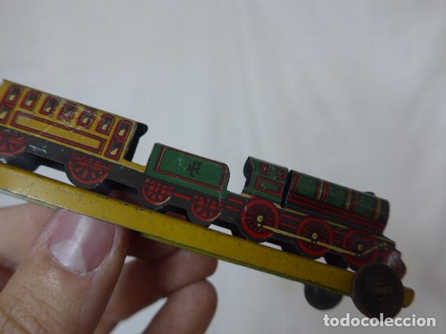 Juguetes antiguos de hojalata: Antiguo tren de hojalata de Paya original, de principios siglo XX. - Foto 11 - 164630026