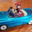 Juguetes antiguos de hojalata: COCHE AZUL YOSHIYA BUMP'N GO CAR - MADE IN JAPAN - HOJALATA - CON MECANISMOS FUNCIONANDO. AÑO 1960.. Lote 164666322