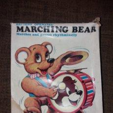 Juguetes antiguos de hojalata: MARCHING BEAR MADE IN JAPAN ALPS. Lote 165905804