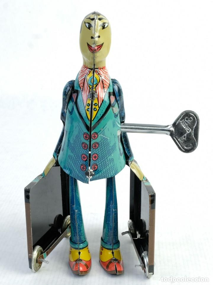 Juguetes antiguos de hojalata: Oficinista de juguete en hojalata finales siglo XX mecanismo cuerda - Foto 2 - 167047268
