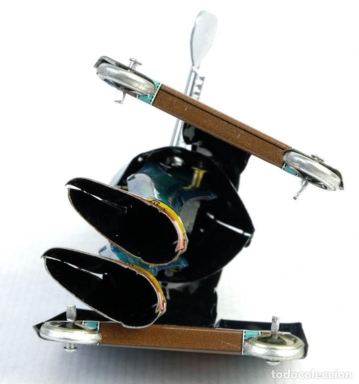 Juguetes antiguos de hojalata: Oficinista de juguete en hojalata finales siglo XX mecanismo cuerda - Foto 4 - 167047268