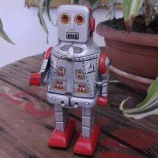 Juguetes antiguos de hojalata: ROBOT HOJALATA A CUERDA. Lote 168346476