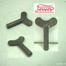 Brinquedos antigos de folha-de-Flandres: LLAVE ORIGINAL CUERDA- PAYA N.9 - JUGUETES AÑOS 50 - JUGUETE RAI. Lote 168487468