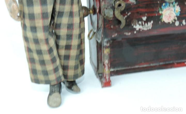 Juguetes antiguos de hojalata: MUÑECO ARTICULADO EN HOJALATA Y METAL. SABA BUCHERER. SUIZA. CIRCA 1920. ACOMPAÑADO DE ORGANILLO MET - Foto 4 - 168897336
