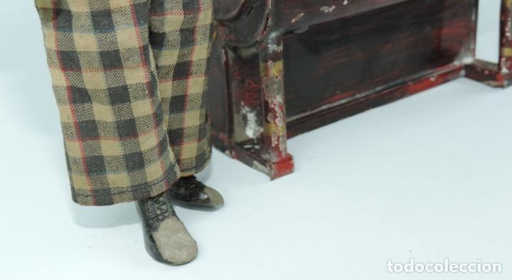 Juguetes antiguos de hojalata: MUÑECO ARTICULADO EN HOJALATA Y METAL. SABA BUCHERER. SUIZA. CIRCA 1920. ACOMPAÑADO DE ORGANILLO MET - Foto 5 - 168897336