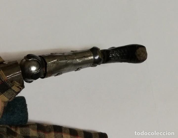 Juguetes antiguos de hojalata: MUÑECO ARTICULADO EN HOJALATA Y METAL. SABA BUCHERER. SUIZA. CIRCA 1920. ACOMPAÑADO DE ORGANILLO MET - Foto 14 - 168897336