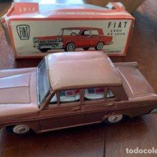 Juguetes antiguos de hojalata: FIAT 2300 VINTAGE LUCKY TOYS, FRICCION, HOJALATA, ANTIGUO Y C/CAJA ORIGINAL - FLA. Lote 171651760