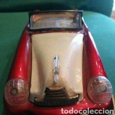 Juguetes antiguos de hojalata: COCHE DE HOJALATA QUE FUNCIONA A FRICCION. Lote 172067672