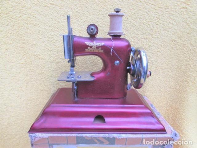 Juguetes antiguos de hojalata: Máquina de Coser Casige juguete Germany - Foto 2 - 172121822