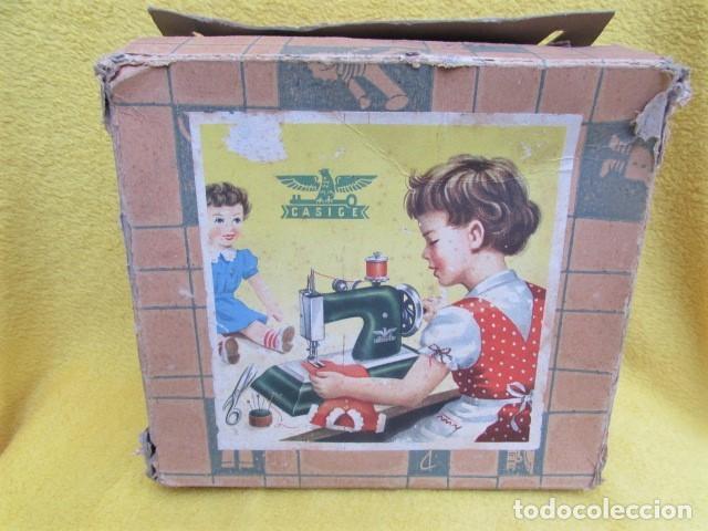 Juguetes antiguos de hojalata: Máquina de Coser Casige juguete Germany - Foto 3 - 172121822