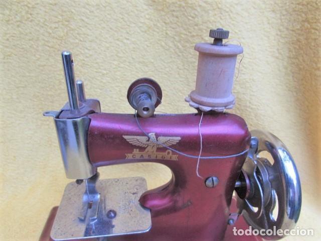 Juguetes antiguos de hojalata: Máquina de Coser Casige juguete Germany - Foto 5 - 172121822