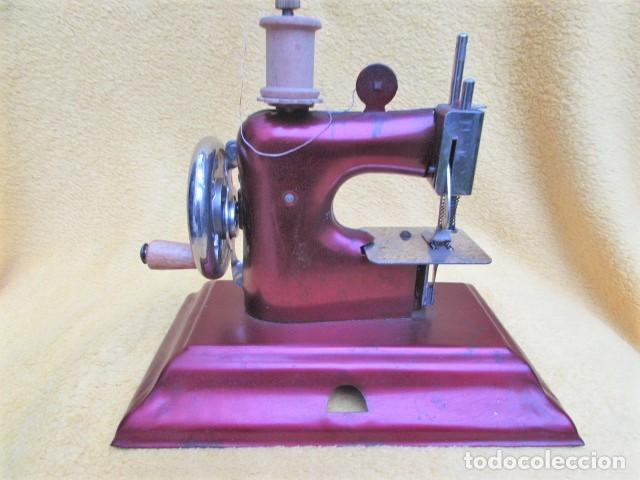 Juguetes antiguos de hojalata: Máquina de Coser Casige juguete Germany - Foto 7 - 172121822