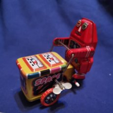 Juguetes antiguos de hojalata: ROBOT LUNAR DE HOJALATA. Lote 172912870