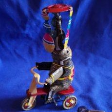 Juguetes antiguos de hojalata: ELEFANTE EN TRICICLO DE HOJALATA. Lote 172936379