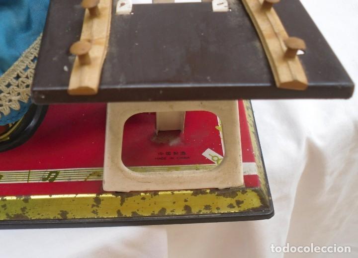 Juguetes antiguos de hojalata: juguete de hojalata made en china de los años 70 - Foto 6 - 173037124